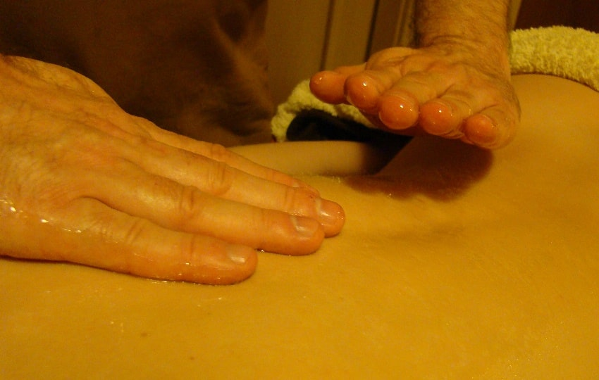 Honey Massage Therapy for Cellulite Removal